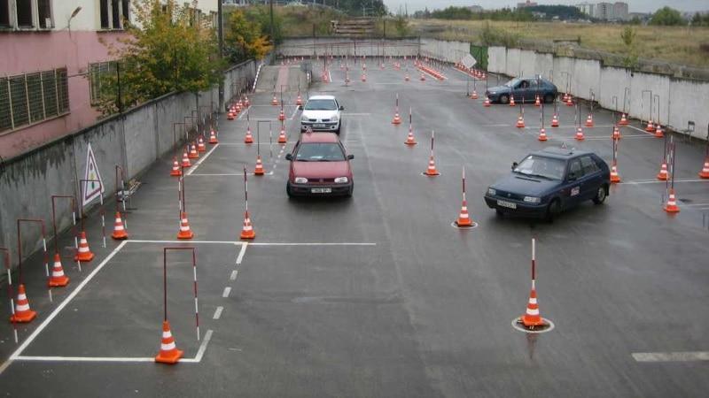Экзамен по вождению на площадке