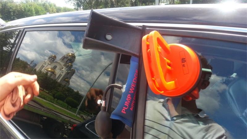 как открыть автомобиль с помощью специнструмента