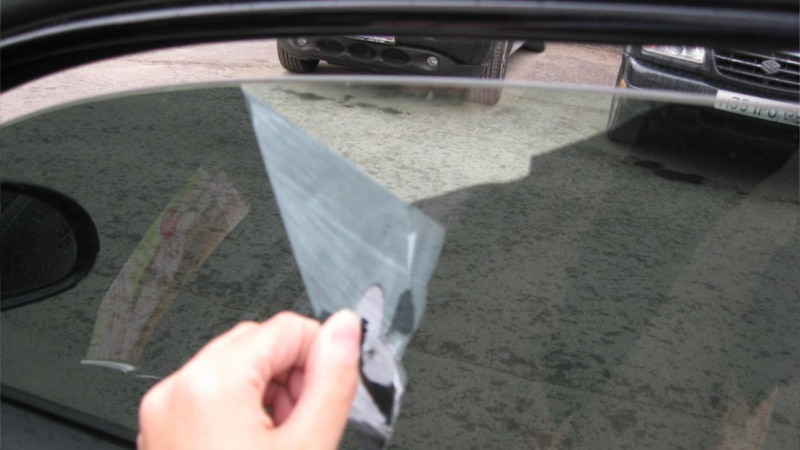как снять тонировку со стекла