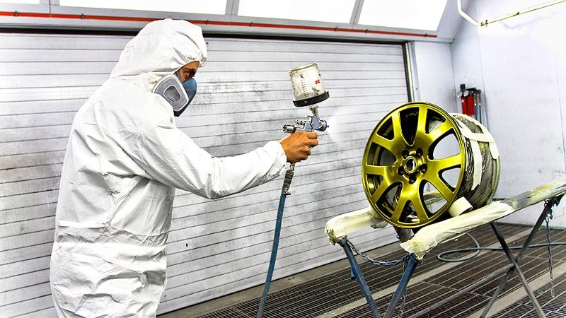 покраска колесных дисков с помощью краскопульта