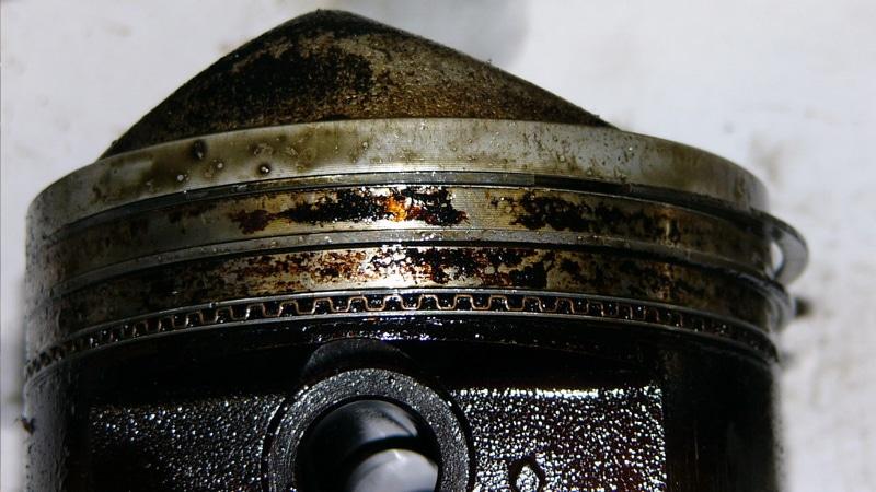 почему двигатель ест масло