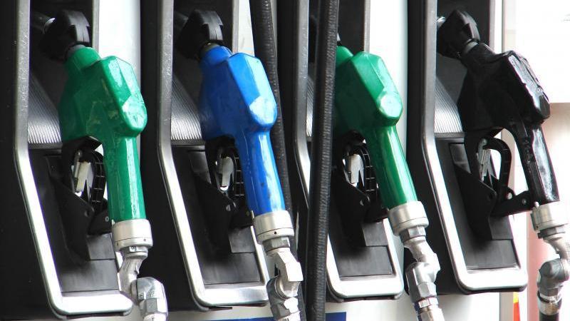 Ведя контроль расхода топлива, можно заправлять автомобиль по устоявшемуся графику