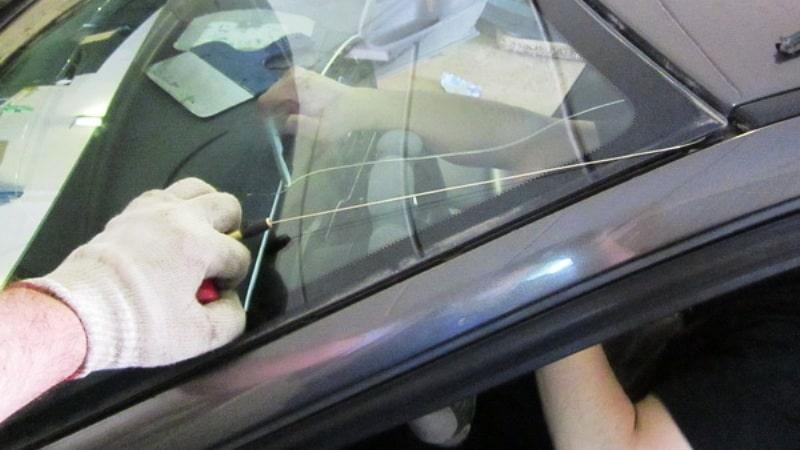 Выпиливание лобового стекла при помощи струны