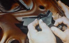как отремонтировать электропривод замка багажника
