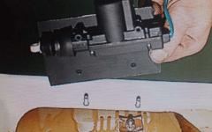 как сделать электропривод замка багажника