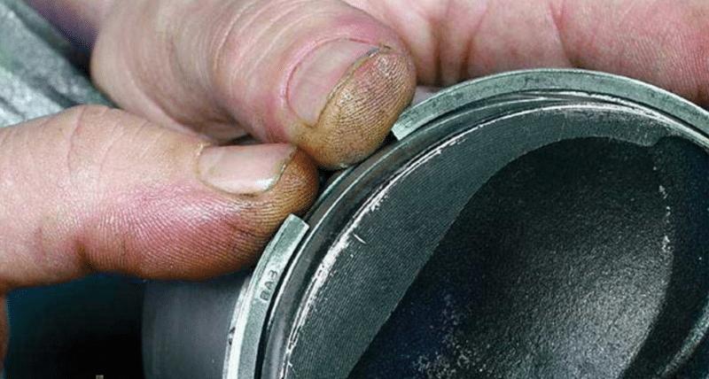каким образом делается правильная установка поршневых колец
