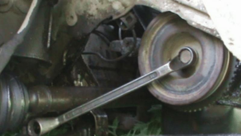 Фото №32 - как снять шкив коленвала ВАЗ 2110