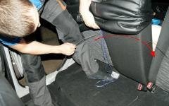 как правильно одеть пошитые чехлы на сиденья автомобиля