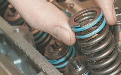 как в гараже поменять маслосъемные колпачки