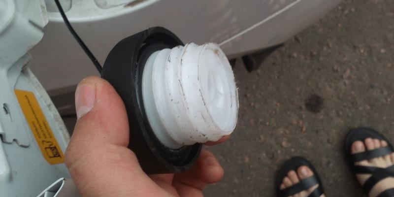 как быстро убрать запах бензина из салона машины