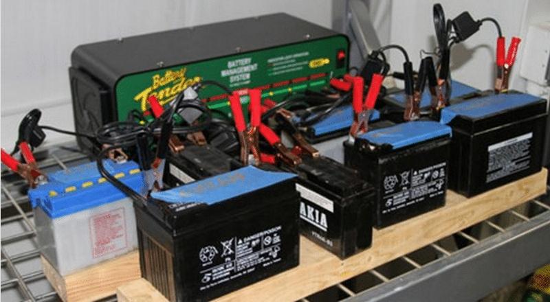какое может быть напряжение заряда автомобильного аккумулятора