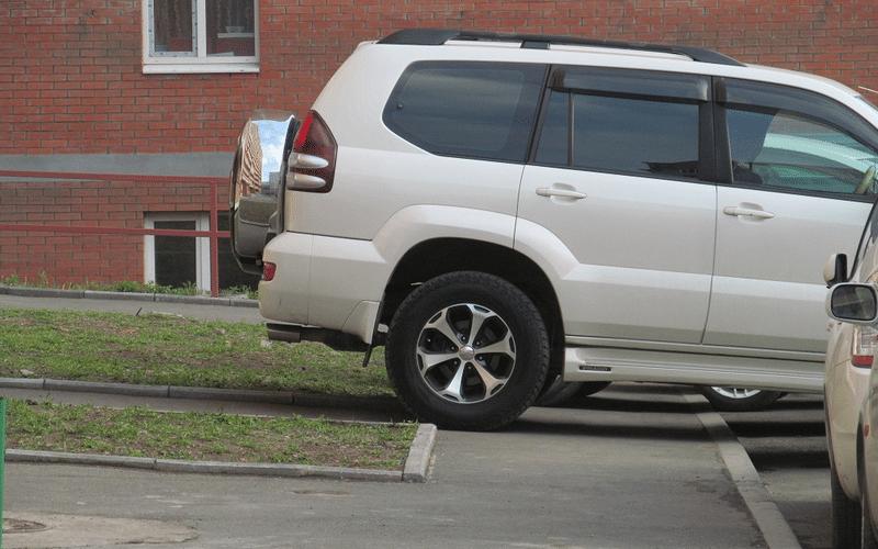 какой штраф на парковку на тротуаре