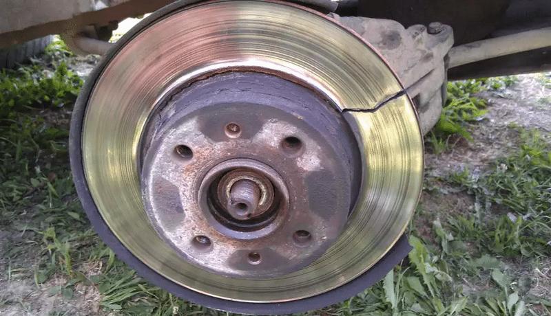 когда греются тормозные диски после замены колодок