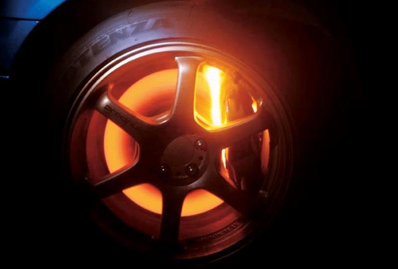 в каких случаях греются тормозные диски после замены колодок