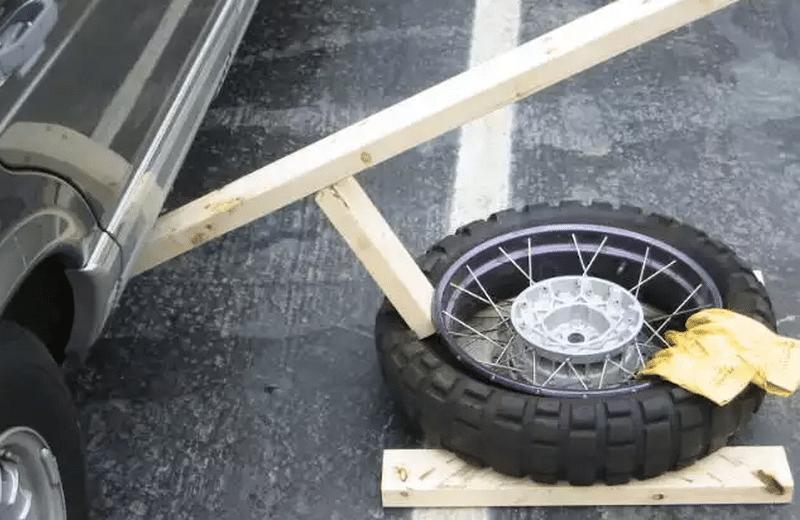 каким образом разбортировать колесо автомобиля своими руками
