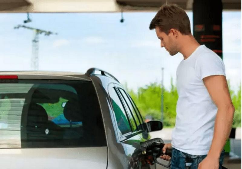 как заправлять автомобиль на азс