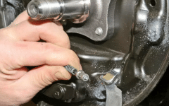 как заменить задние тормозные колодки в гараже