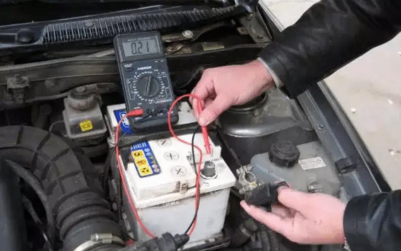 как осуществляется проверка плотности электролита в аккумуляторе