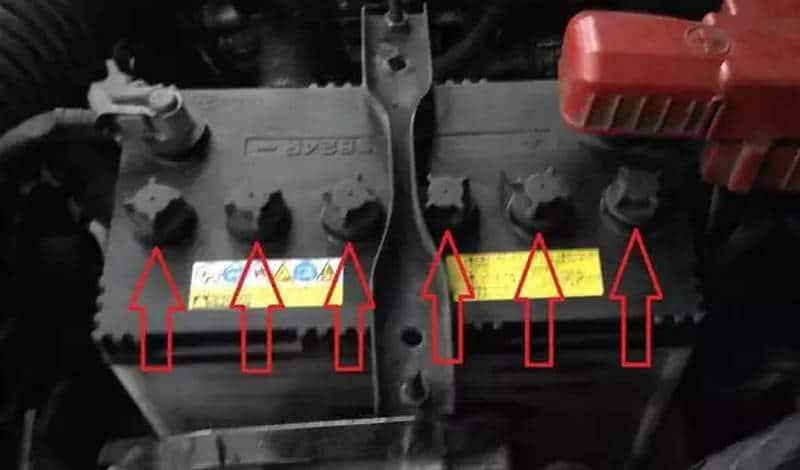 какая заливается кислота в аккумуляторе автомобиля