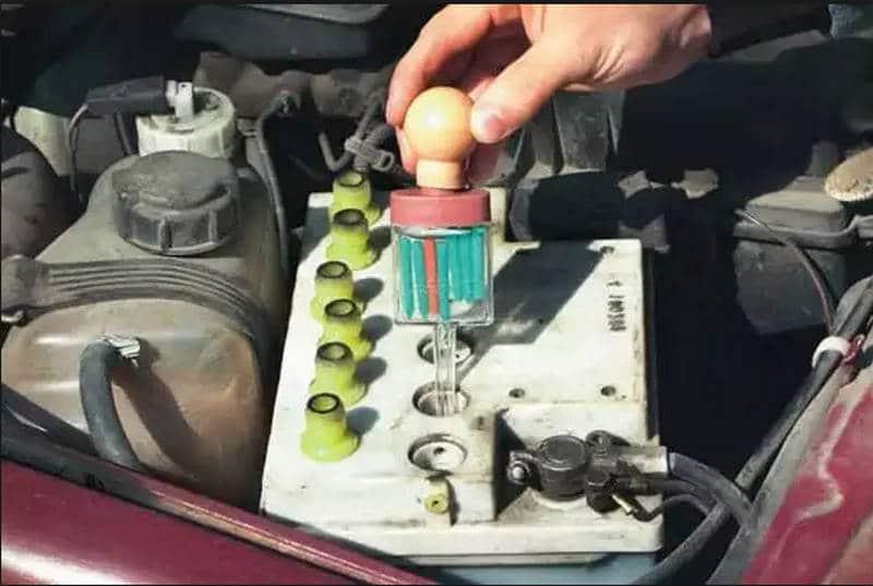 каким образом делается замена электролита в аккумуляторе