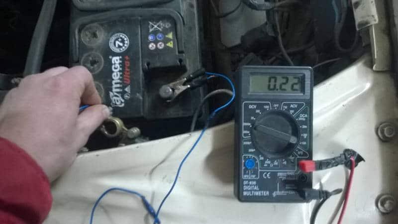 сколько должно быть напряжение зарядки автомобильного аккумулятора от генератора