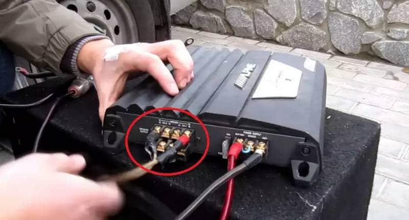 каким образом осуществляется подключение сабвуфера к магнитоле с усилителем