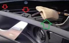 с чего начинается снятие обшивки водительской двери