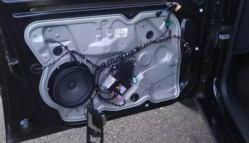 как правильно снять обшивку водительской двери