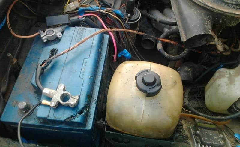 почему закипает аккумулятор на машине