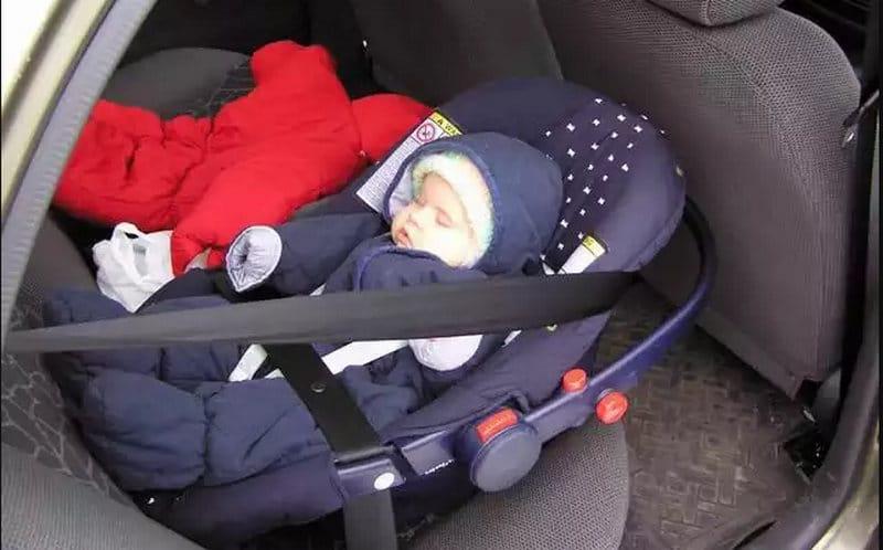 как можно перевозить ребенка в машине