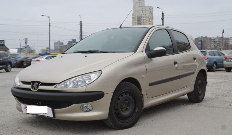где искать машины за 200 тысяч рублей в России