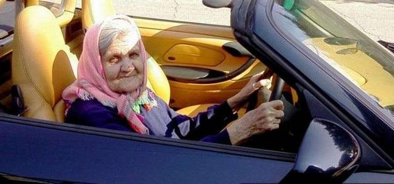 сколько налог на машину для пенсионеров