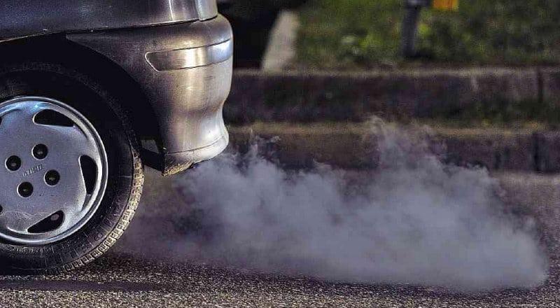 когда синий дым из выхлопной трубы дизельного двигателя