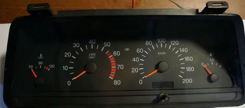 где панель приборов ВАЗ 2110 описание ламп и индикаторов