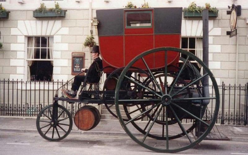какой самый первый автомобиль в мире