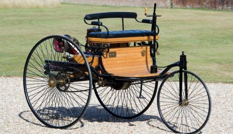 где изобретен самый первый автомобиль в мире
