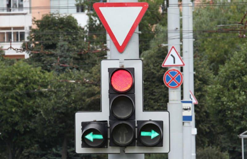 чем руководствоваться, если знаки противоречат разметке