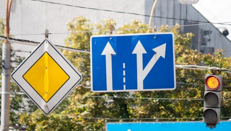 что главнее, светофор или знак «Главная дорога»
